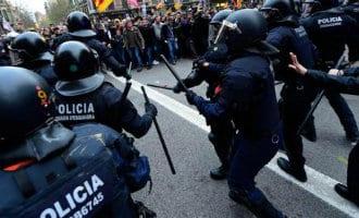 Duizenden separatisten de straten op in Catalonië uit protest tegen aanhouding Puigdemont