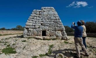 Vandalist bekladt een van de oudste gebouwen van Europa op Menorca