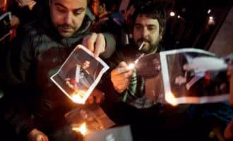"""Honderden catalanen verbranden foto's van de Koning nu dat """"toegestaan"""" is"""