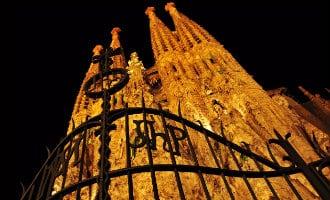 Youtubers beklimmen 's-avonds de Sagrada Familia in Barcelona en publiceren video
