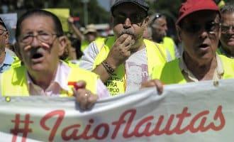 Tijdens de demonstraties voor een waardig pensioen zijn ook de yayoflautas weer aanwezig