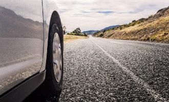 Spaanse verkeersdienst DGT onderzoekt snelheidsverlagingen op conventionele wegen