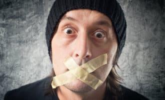 Amnesty International zegt dat de vrijheid van meningsuiting onder vuur ligt in Spanje