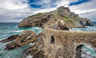 Het kasteel van Daenerys uit Game of Thrones in Baskenland wellicht alleen nog betaald te bezoeken