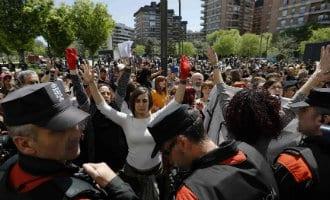 Honderdduizenden mensen de straten op uit protest tegen te lage celstraffen verkrachters