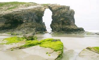 25-jarige wandelaarster komt om het leven nadat steen op haar valt bij beroemde strand in Galicië