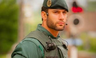 De knappe agent van de Guardia Civil die voor aardig wat commotie zorgt op Twitter