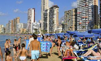 Meer dan 400 strandbedjes per kilometer strand in de Marina Baixa regio