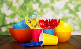 Milieucommissie Spaanse Congres wil vanaf 2020 het niet-herbruikbare plastic verbieden