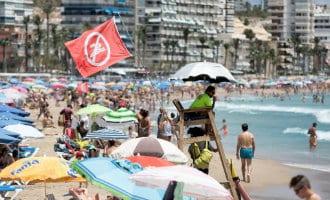 Één Portugese oorlogsschip kwal zorgt voor sluiting alle stranden Benidorm