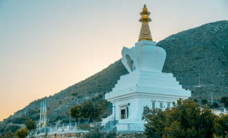 De boeddhistische stoepa van Benalmádena viert 15-jarig bestaan