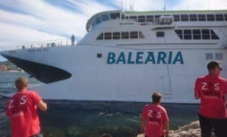 Fast-ferry tussen Dénia en Ibiza loopt vast in haven