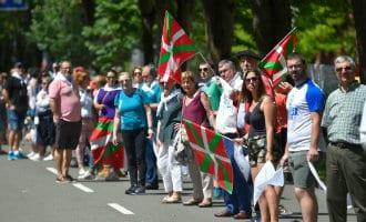 Tienduizenden Basken vormen menselijke keten voor het recht op kiezen