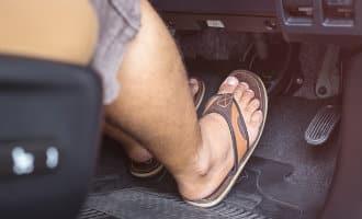 Politie Spanje waarschuwt voor rijden met slippers