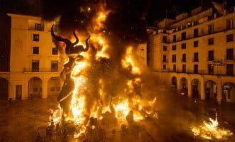 Alicante viert de Hogueras feesten