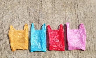 Plastic zakjes zijn sinds zondag 1 juli niet meer gratis in Spanje