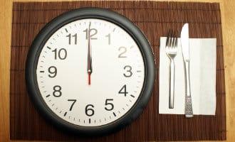 Laat op de avond eten vergroot kans op kanker