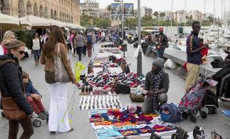 Wandelgebied Barceloneta in Barcelona is een Top Manta markt geworden (video)