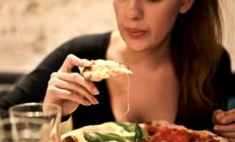 Sla, pizza en kipfilet is wat de Spanjaarden het liefste thuis eten