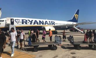 Ryanair vliegtuig in Barcelona geëvacueerd vanwege brandende smartphone