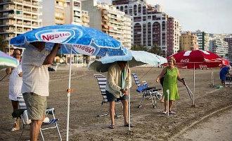 Rennen voor een plekje op het strand in Cullera