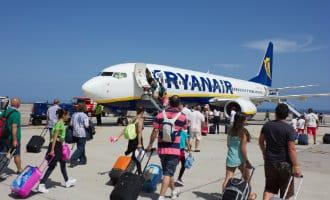 Ryanair gaat vanaf november opnieuw beleid aanpassen: koffers mee is betalen!