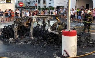 Alarm na brand auto in centrum Puerto Banus