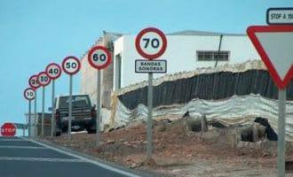 100 meter weg met 7 verkeersborden in El Ejido