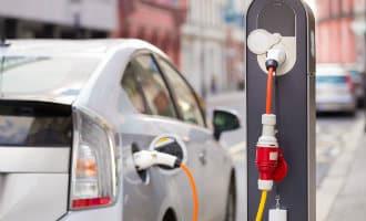 Slechts 200 snellaadpalen voor elektrische auto's