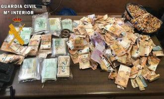 Guardia Civil vindt 250.000 euro langs de A-4 snelweg in Spanje