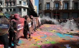 Spanningen en politie optreden in Barcelona bij twee manifestaties