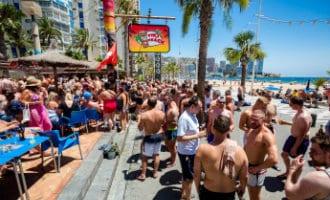 Beruchte Tiki Beach Bar in Benidorm moet van de rechter gesloten worden
