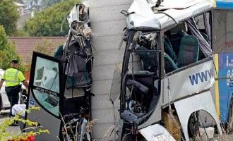 5 doden en 15 gewonden bij zwaar busongeval in Spanje