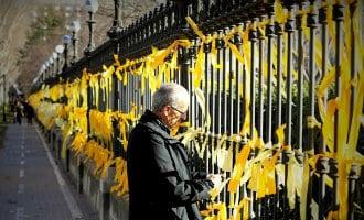 Wat betekenen de gele lintjes buiten Catalonië en over de hele wereld