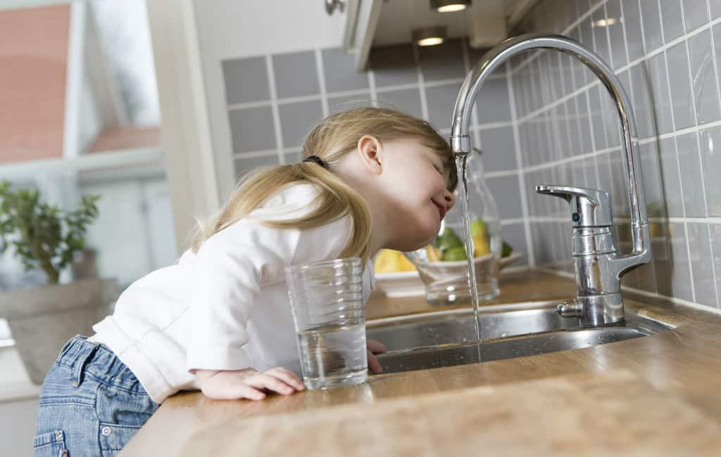 Wat is beter: kraanwater of water uit de fles in Spanje
