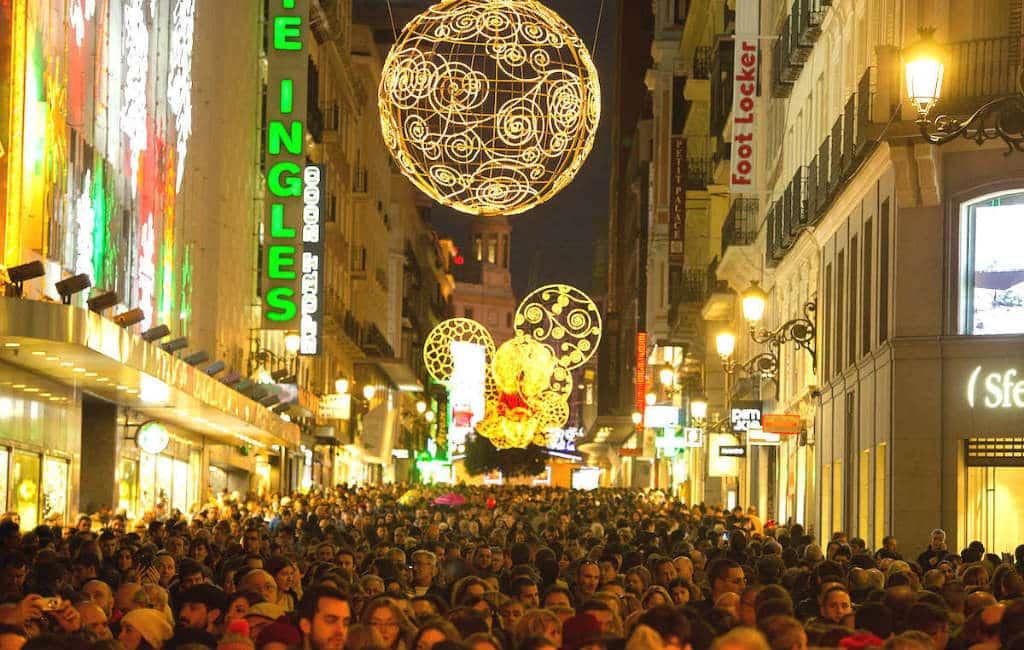 Winkelstraten Madrid krijgen rond de Kerst eenrichtings-voetgangersverkeer