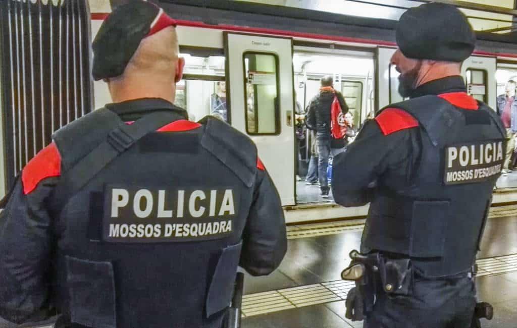 Politie Barcelona ontruimt station Sants en twee AVE-treinen vanwege bommelding (UPDATE)