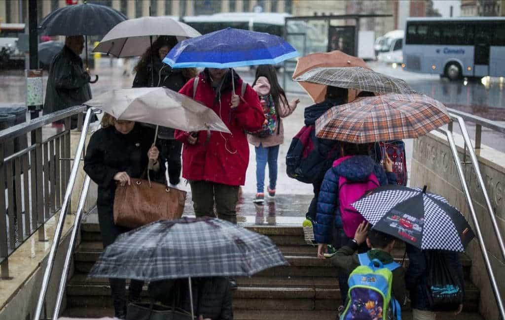 Slechte weer zorgt voor één dode en veel waterschade in Catalonië en Valencia