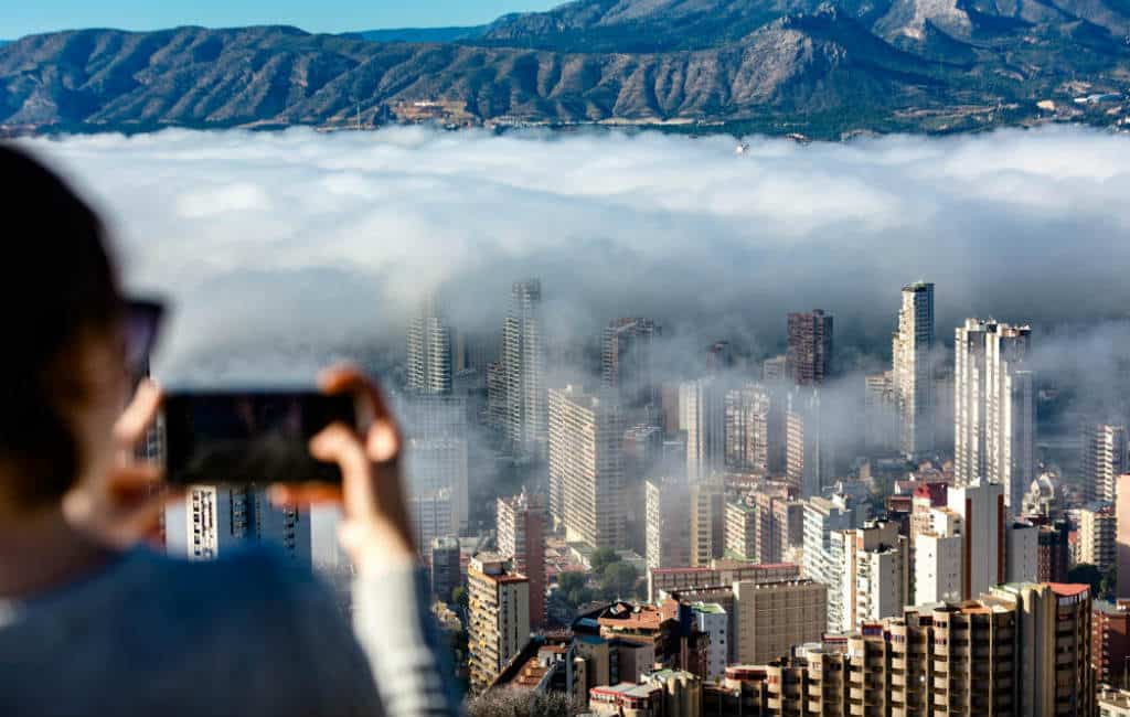 Wolkenkrabbers Benidorm nu echt in de wolken (foto's & video's)