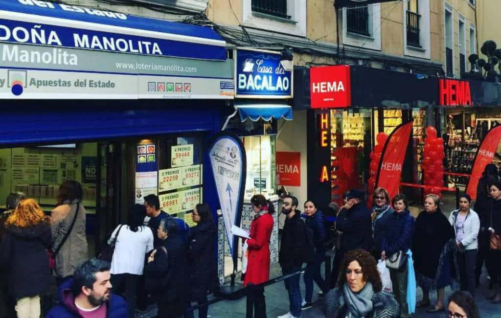 Spanje's populairste lotenverkoper Doña Manolita in Madrid
