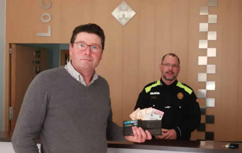 Belg zoekt dakloze die portemonnee met 1.000 euro terug heeft gegeven