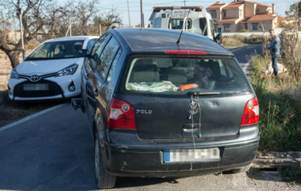 Bellende vrouw overreden door eigen auto in Alicante