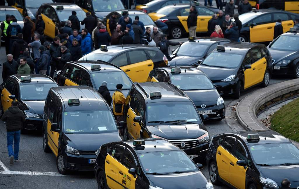 Taxichauffeurs Catalonië willen staken bij grensovergang Frankrijk en in Waterloo