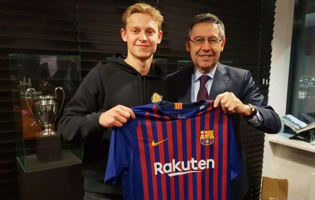 Voetballer Frenkie de Jong voor bijna 90 miljoen euro naar FC Barcelona