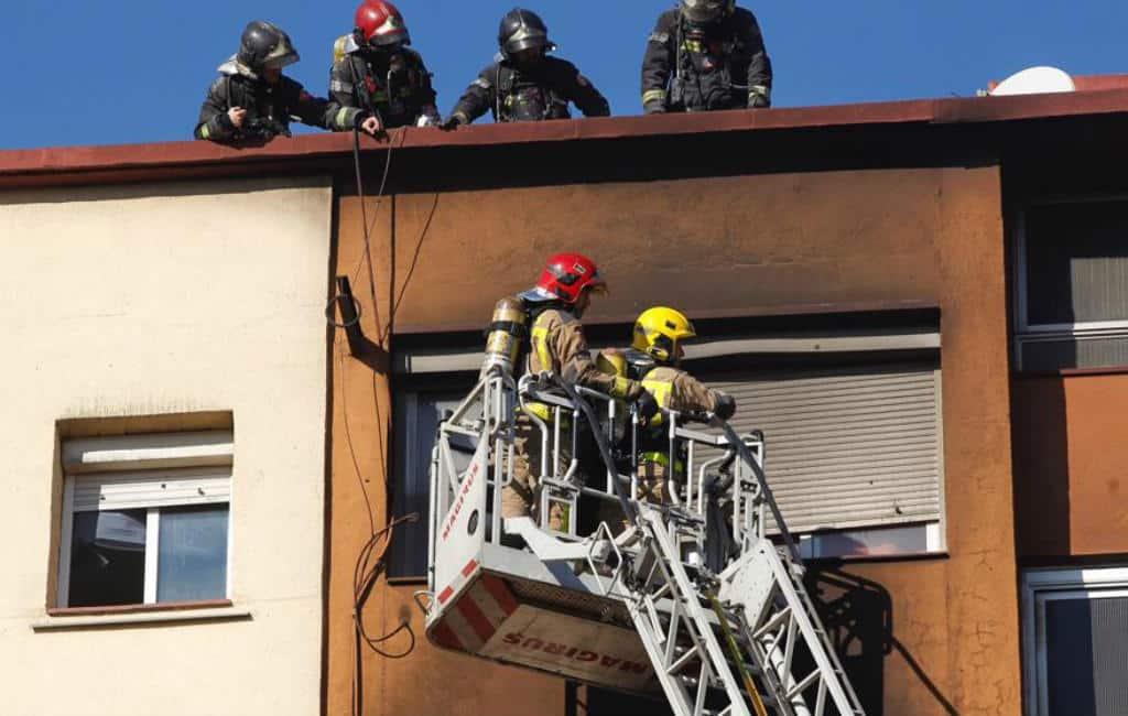Drie doden en 16 gewonden bij brand flatgebouw voorstad Barcelona