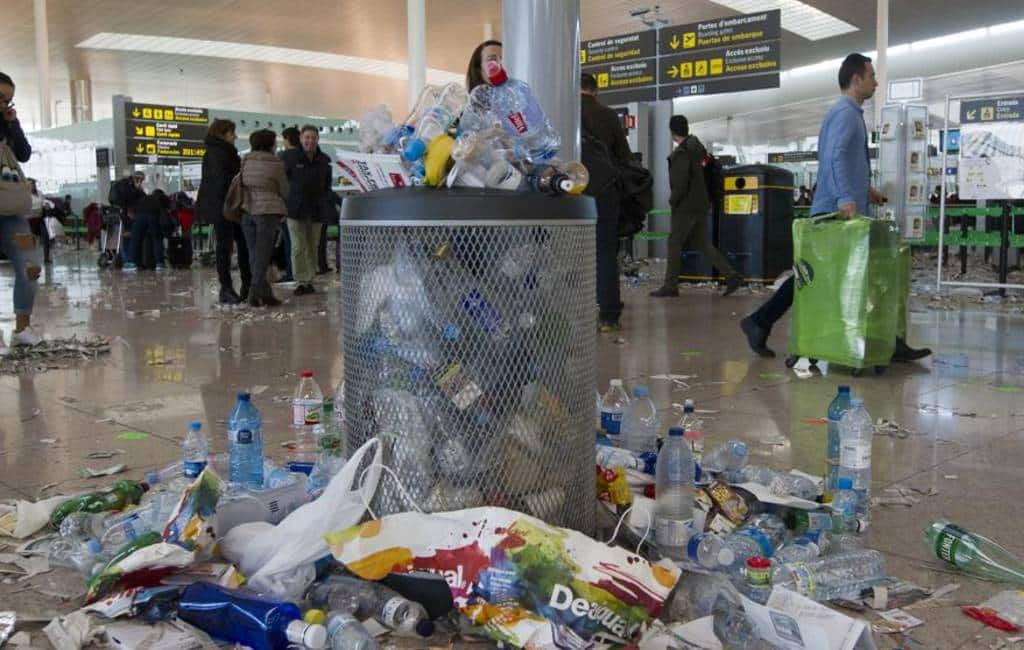Schoonmaakpersoneel vliegveld Barcelona gaat staken tijdens MWC