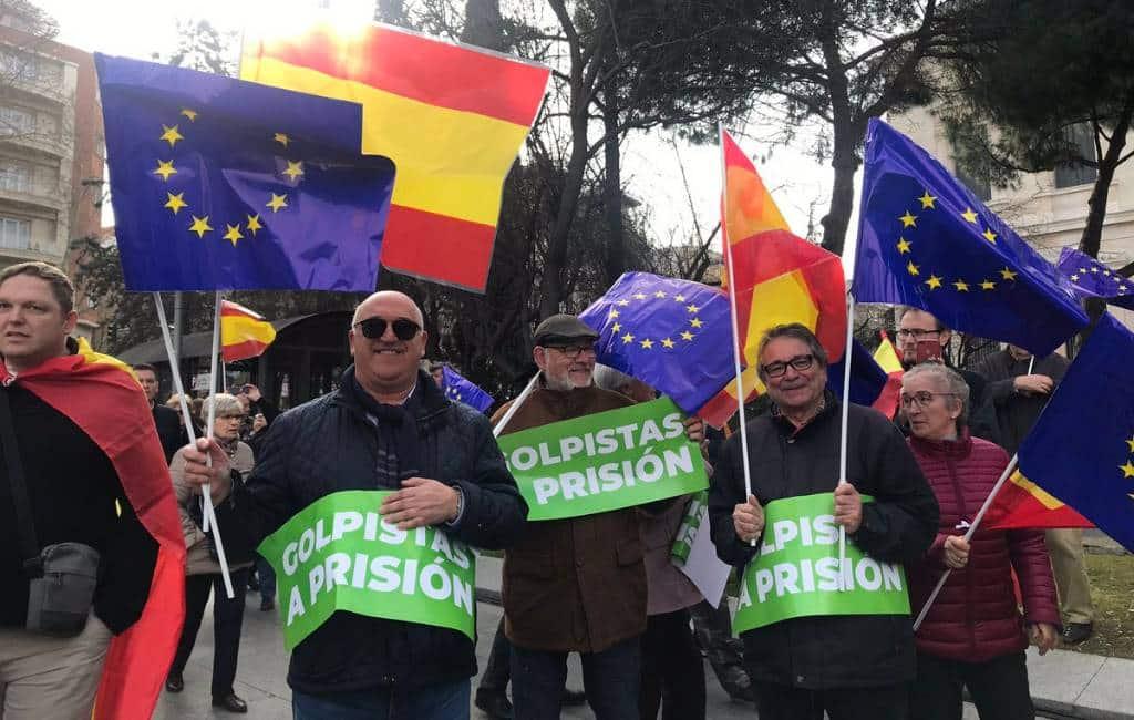 """Rechts tegen links in Madrid tijdens """"basta ya"""" protest"""