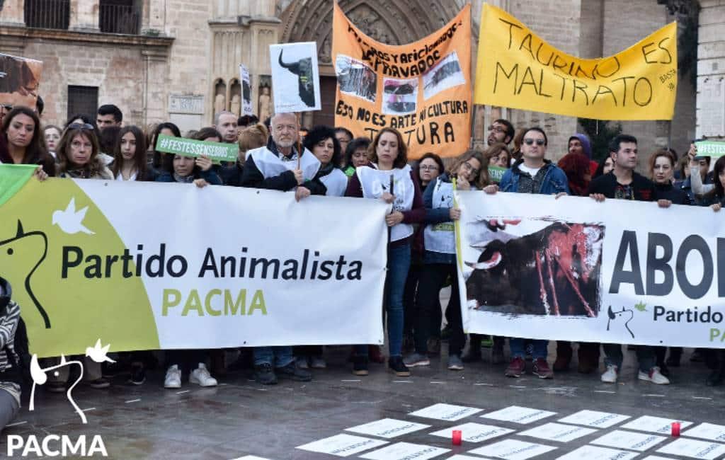 Demonstratie tegen stierenvechten tijdens de Fallas feesten in Valencia