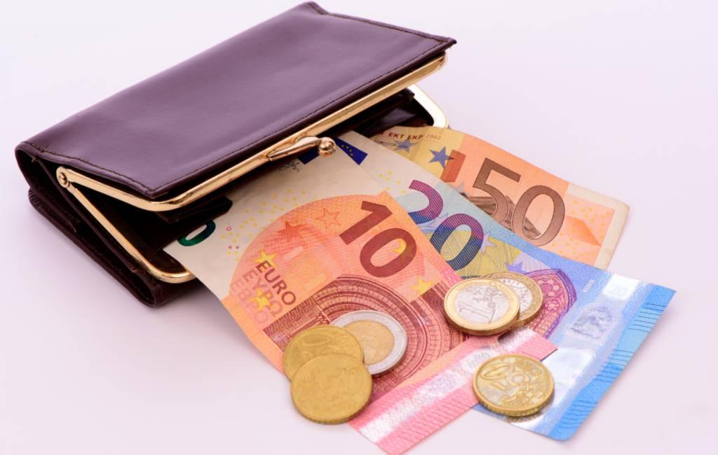 Nederlanders/Duitsers rijker en Spanjaarden/Belgen armer met de Euro