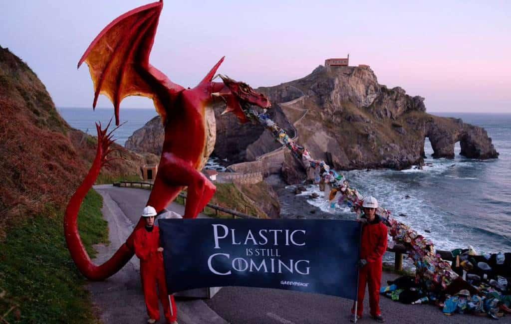 Greenpeace kiest voor Bilbao voor Game of Thrones achtige actie tegen plastic